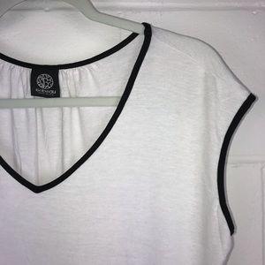 Bobeau L cap sleeve white black dress top